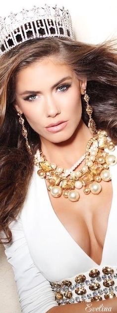 Essence of Fashion ~ Opulent Look ✦ Fashion ✦ Hair ✦ Make-up ✦ Accessories ✦ from my board: https://www.pinterest.com/sclarkjordan/essence-of-fashion-~-opulent-look/