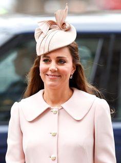 Pin for Later: Die 27 besten Hüte, die Kate Middleton je getragen hat 2015 bei einem Event in London
