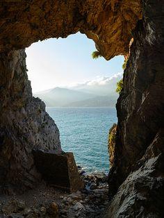 File:Plakias Gonates Cave 01.JPG