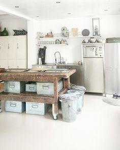 My #industrialkitchen #workbench #locker #interiordesign #industrialhome #homestyle #industral