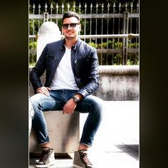 "46 mentions J'aime, 2 commentaires - • Vittorio Messaggio ® • 🇮🇹 (@vittoriomes) sur Instagram : ""#italian #motiviation #shooting #luxury #style #fashion #leatherjacket #sunglasses #jeans #tshirt…"""