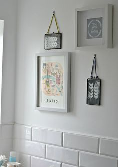 How to create a wall gallery in a bathroom or ensuite.