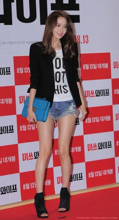 YoonA of Girls' Generation poses for photographs during the movie 'Wonderful Nightmare' VIP premiere at Megabox on August 5 2015 in Seoul South Korea Sooyoung, Yoona Snsd, Girls Generation, Korean Beauty, Asian Beauty, Yuri, Chinese Actress, Sexy Jeans, Korean Model
