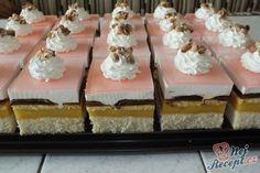 Dělala jsem pomerančové řezy na oslavu. My máme rádi řezy se želatinou a obzvláště tyto. Jsou fantastické, osvěžující a každý i pochválil, jak pěkně vypadaly. Autor: Petra H Czech Recipes, Vanilla Cake, Dessert Recipes, Treats, Cupcakes, Sweet, Christmas, Baking, Vanilla Sponge Cake