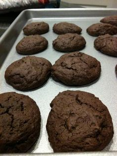 Fat-free Chewy Chocolate Cookies - 55 calories per cookie Low Calorie Desserts, 150 Calorie Snacks, No Calorie Foods, Low Calorie Recipes, Just Desserts, Delicious Desserts, Dessert Recipes, Yummy Food, Low Fat Chocolate