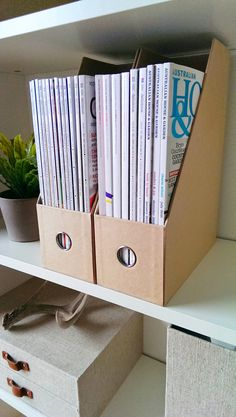 X Magazine File Kraft - great for organizing my files and folders! Stationary Organization, Office Works, Magazine Files, My Workspace, Color Blending, Classic White, Psych, Home Office, Organizing