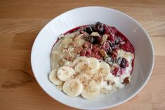Oatmeal with warm berries and pecan nuts - recipe createonthegreens. - My recipes - Pecan Recipes Pecan Nuts, Pecan Recipes, Perfect Breakfast, Oatmeal, Berries, Warm, Winter Time, Food, The Oatmeal