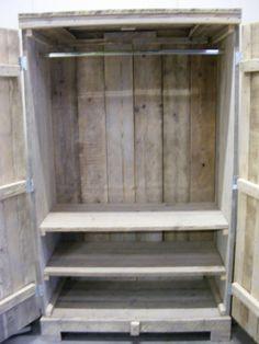 Kast met legplanken gemaakt van steigerhout maak zelf een kledingkast van steigerplanken for Maak een kledingkast