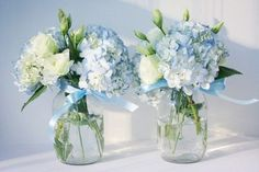 Floral Wedding Centerpieces Planning and Tips - Love It All Hortensien Arrangements, Blue Flower Arrangements, Blue Hydrangea Centerpieces, Blue Wedding Centerpieces, Centerpiece Ideas, Babyshower Centerpieces For Boys, Christening Table Decorations, Communion Centerpieces, Elephant Centerpieces