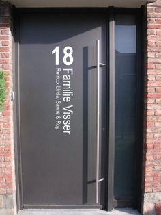 Voordeursticker huisnummer, familienaam & namen | Muursticker4sale.nl