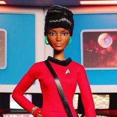 A Mattel está celebrando os 50 anos de Star Trek homenageando três personagens queridos dos fãs: a tenente  Uhura (Nichelle Nichols) o Capitão Kirk (William Shatner) e claro o querido Spock (Leonard Nimoy). Vida Longa e Próspera  #startrek fb.com/avidaquer  #agentenaoquersocomida #avidaquer @avidaquer por @samegui