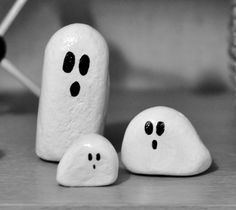 Ghost Painted Rocks - so cute and simple! I will make those with glow-in-the-dark-paint.