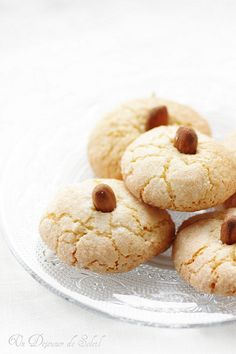 Smooth Amaretti with lemon and orange blossom from Sardinia (without butter or gluten) Pinner Amaret Desserts With Biscuits, Cookie Desserts, Dessert Recipes, Italian Butter Cookies, Italian Cookie Recipes, Amaretti Cookies, Biscotti Cookies, Macarons, Italian Christmas Cookies