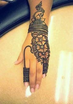 30 Trendy Bridal Mehendi designs for your Big Day Cool Henna Designs, Beautiful Henna Designs, Mehndi Designs For Hands, Henna Tattoo Designs, Tattoo Ideas, Henna Tattoos, Mehndi Desing, Bridal Mehndi Designs, Henna Mehndi