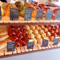 街のパン屋さん Bread Display, Bakery Display, Food Business Ideas, Bakery Interior, Baking Recipes, Bread Recipes, Bread Shop, Bakery Cafe, Cafe Food
