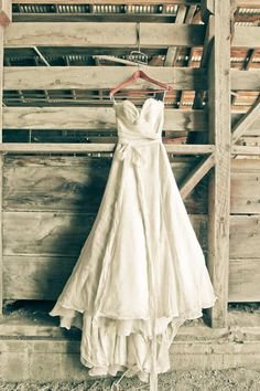 a textural strapless wedding dress with a draped bodice, a sash with a bow and a train - Weddingomania Barn Wedding Dress, Farm Wedding, Wedding Gowns, Rustic Wedding Photos, Wedding Pictures, Wedding Rentals, Pics Art, Wedding Inspiration, Wedding Ideas