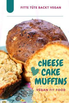 Diese veganen Cheese Cake Muffins sind Knaller. Die Saftigkeit ist herrlich - überzeuge Jeden beim nächsten Kaffee-Kränzchen ;) Nicht lang schnacken - lass uns backen: Alle trockenen Zutaten in eine Schüssel geben - Soja Joghurt + Datteln (kannst aber auch Zucker nehmen) + Zitronensaft + Abrieb der Zitronenschale (ist enorm wichtig für das frische Zitronenaroma!) in einem kleinen Mixer cremig pürieren. Alles zusammen zu einem geschmeidigen Teig rühren - 20 min bei 160° Ober-Unterhitze… Cheesecake, 20 Min, Vegan Cheese, Banana Bread, Desserts, Food, Simple, Vegan Muffins, Tailgate Desserts