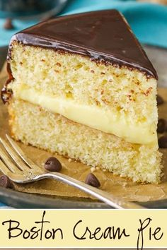 This Boston Cream Pie is a classic dessert. This Boston Cream Pie is a classic dessert and not a pie at all! Its a lovely vanilla cake fresh pastry cream and chocolate ganache - all from scratch! Pie Cake, No Bake Cake, Best Vanilla Cake Recipe, Boston Creme Cake Recipe, Bavarian Cream Cake Recipe, Just Desserts, Dessert Recipes, Custard Desserts, Boston Cream Pie