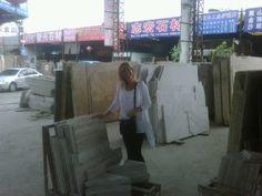 Eu na China, comprando mármore para clientes...  www.decorecomgigi.com