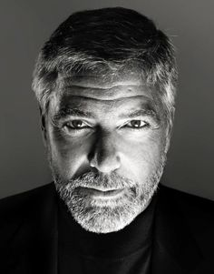 Black and White Photography Portrait of George Clooney George Clooney, Foto Portrait, Portrait Photography Men, Celebrity Photography, Famous Men, Famous Faces, Famous People, Kino Film, Looks Black