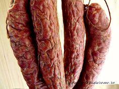 Carnati de casa din carne de porc si vita Romania Food, Charcuterie, Sausage, Bacon, Beef, Breakfast, Recipes, Saveur, Caramel