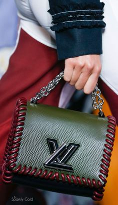 Louis Vuitton Spring 2016 Ready-to-Wear Fashion Show Details …