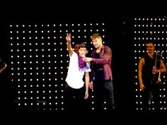 Ricky Martin Meets with Jaime Cruz in the Middle of a Concert - YouTube