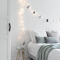 Modern And Stylish Scandinavian Bedroom Decor on Home Inteior Ideas 8216 Awesome Bedrooms, Beautiful Bedrooms, Beautiful Interiors, Scandinavian Bedroom Decor, Scandinavian Style, Scandinavian Interiors, Minimal Bedroom, White Bedroom, Light Bedroom