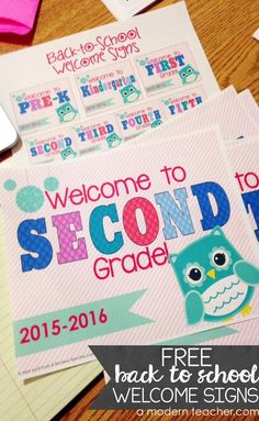 FREE Back-to-School Printable Sign in a fun Owl theme. PreK-5th. Welcome your students back in style! from A Modern Teacher :: www.amodernteacher.com