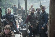 vikings - harald finehair and halfdan the black with erlendur