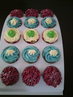 cupcakes Cupcakes, Desserts, Food, Postres, Cupcake, Deserts, Cup Cakes, Hoods, Meals