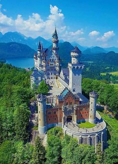 Tag someone you'd like to visit this castle with ! Neuschwanstein Castle Bavaria - Germany Pic via Fantasy Castle, Fairytale Castle, Places To Travel, Places To See, Wonderful Places, Beautiful Places, Germany Castles, Neuschwanstein Castle, Castle House