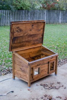 How to Build a DIY Outdoor Cat House (Guide with Pictures) - Cluttter - Bettina Feral Cat Shelter, Feral Cat House, Cat Shelters, Outdoor Cat House Diy, Outdoor Cats, Outdoor Cat Shelter Diy, Wooden Cat House, Cardboard Cat House, Diy Cardboard