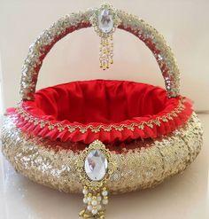 or part of the gift bag / baskets Wedding Gift Baskets, Wedding Gift Wrapping, Turkish Wedding, Trousseau Packing, Mehndi Decor, Marriage Decoration, Wedding Plates, Diwali Decorations, Flower Girl Basket