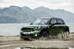 Mini Unveils 2015 Mini Cooper Countryman! OMG that color!!! I'm deffinitely in love...!!!!