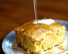 I'd be very tempted to sprinkle a little crumbled bacon to the batter of this great Maple Cornbread. Healthy Desserts, Just Desserts, Canadian Food, Canadian Cuisine, Savoury Biscuits, Tasty Kitchen, Dough Recipe, Sweet Bread, Bread Recipes