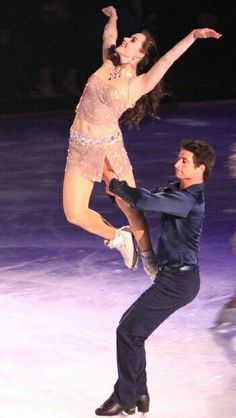 Tessa Virtue and Scott Moir - Stars on Ice 2015