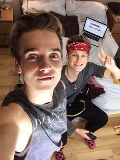 Joe Sugg and Caspar Lee trying to be Luke and Ashton from but luke is blonde and tall and ashton is short and his hair looks more like joe's they did it wrong? Markiplier, Pewdiepie, Caspar Lee, Joe Sugg, British Youtubers, Best Youtubers, Buttercream Squad, Sugg Life, Luke And Ashton