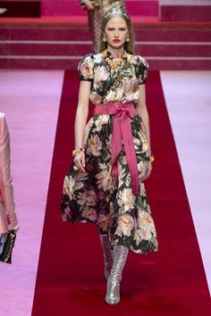 23e0562ddc8 1394 Best Dolce Gabbana images in 2019   Couture, High fashion ...