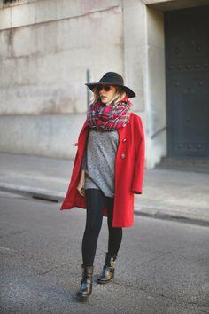 teenvogue, pepita pérez, MY SHOWROOM, fashion blogger, vestido gris, look con sombrero, botas rocker, rayban, Alpe, abrigo rojo, abrigo zara...
