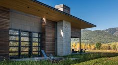 This mountain contemporary home was designed to take advantage of its rugged surroundings by Carney Logan Burke Architects near Jackson Hole, Wyoming. Architecture Details, Interior Architecture, Cottage Exterior, Mountain Modern, Floor To Ceiling Windows, Architect Design, Residential Architecture, House Floor Plans, Wyoming