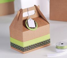 Cardboard Picnic Box for Gifts Picnic Box, Picnic Ideas, Paper Bag Gift Wrapping, Picnic Decorations, Gable Boxes, Diy Envelope, Cheap Gifts, Diy Box, Wine Gifts