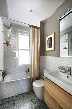 ▷ 1001 + ideas for the layout of a natural bathroom model - bathroom layout of small surface in white metro tiles warmed by some wooden accents - Master Bathroom Shower, Steam Showers Bathroom, Bathroom Layout, Small Bathroom, Bathroom Ideas, Master Bathrooms, Glass Showers, Bathroom Mirrors, Bathroom Cabinets