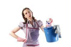 Una ricerca internazionale dimostra che le donne italiane ogni settimana trascorrono tre ore in più rispetto agli uomini nei lavori domestici a