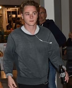 BEN HARDY seen in Paris Airport yesterday with wired earphones! Ben Hardy, New Music, Good Music, Music Theme Birthday, Bae, Music Tattoo Designs, Tattoos For Lovers, Music Festival Fashion, Queen Band