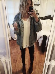 Oversized jean jacket is a must. Hipster Outfits, Casual Outfits, Girly Outfits, Pretty Outfits, Fall Winter Outfits, Autumn Winter Fashion, Looks Style, My Style, Alternative Rock