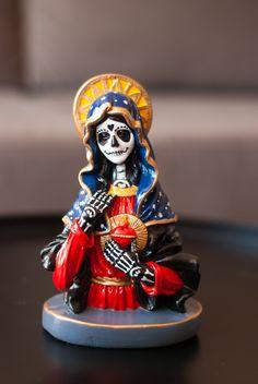 Halloween Party Snacks, Halloween Fun, Latino Art, Day Of The Dead Skull, Gothic Halloween, Sculpture Painting, Contemporary Sculpture, Mexican Folk Art, Art For Art Sake