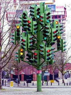 To reduce accidents at a 5 way stop engineers built this traffic light to eliminate confusion for drivers.   Holy crap!