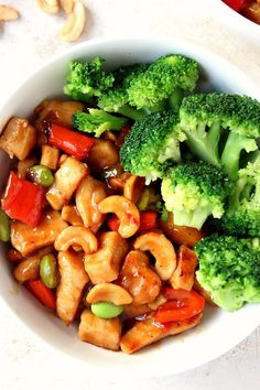Quick and Easy Cashew Chicken Recipe -better than takeout Asian chicken with cashew and vegetables! Quick, easy and flavorful and Easy Cashew Chicken Recipe -better than takeout Asian chicken with cashew and vegetables! Quick, easy and flavorful! Easy Cashew Chicken Recipe, Teriyaki Chicken Rice Bowl, Chicken Rice Bowls, Chicken Recipes, Chicken With Cashews, Chicken Chili, Meatball Recipes, Healthy Cooking, Healthy Eating