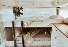 'Violet' looks old. She has the charm of olde world decor, but the functionality and comfort of a modern caravan renovation. And the RV bunk beds ladder, isn't it a perfect fit! Best Caravan, Diy Caravan, Caravan Living, Caravan Decor, Caravan Ideas, Caravan Storage Ideas, Caravan Bunk Beds, Rv Bunk Beds, Bunk Bed Ladder